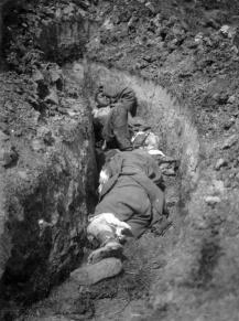 Soldaţi români răniţi, capturaţi de trupele austro-ungare.