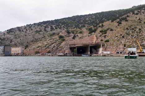 1280px-Balaklava_Entrance_to_submarine_Soviet_navy_base_IMG_1133_1725